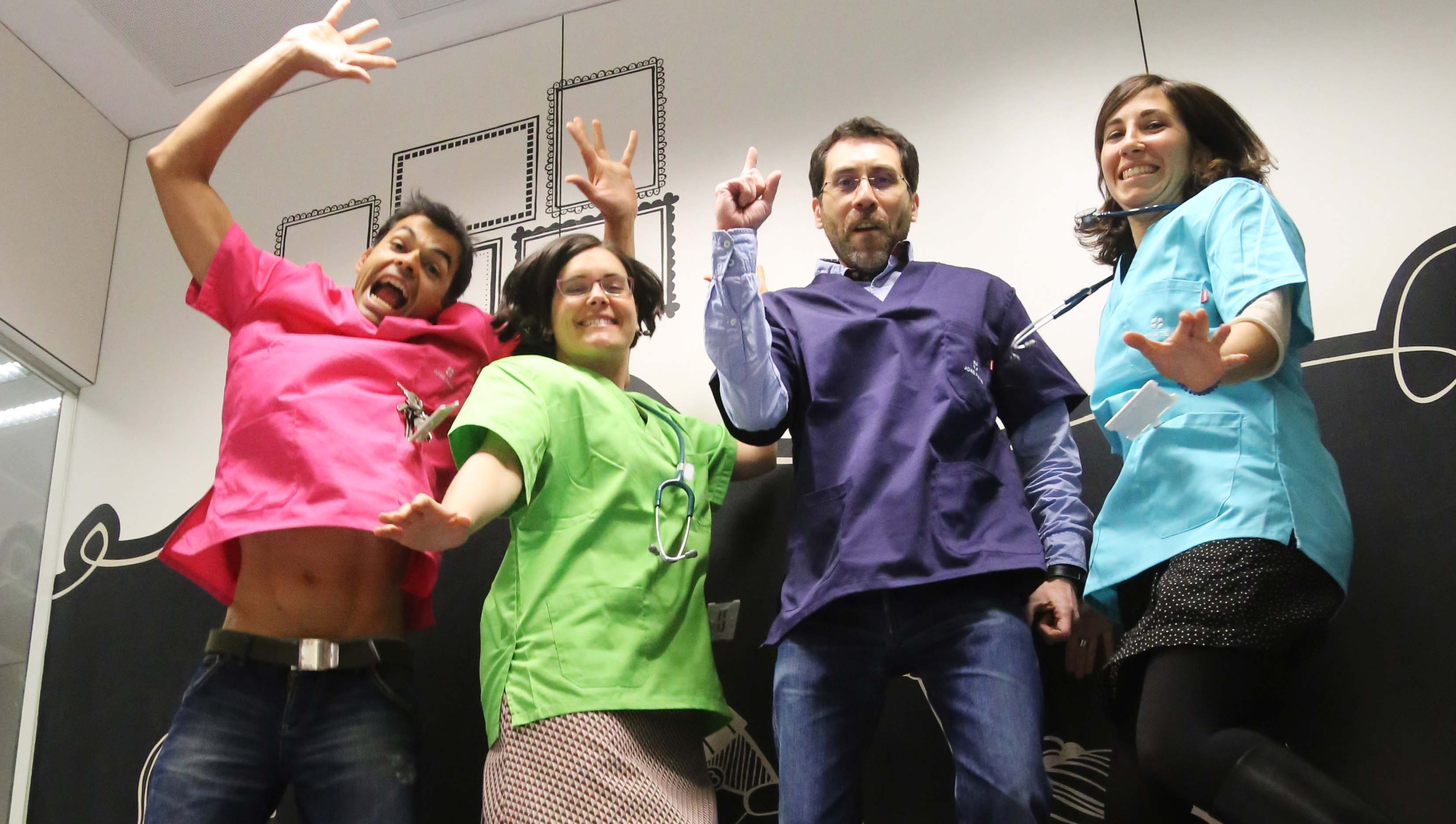 Pediatra estrena noves bates de colors